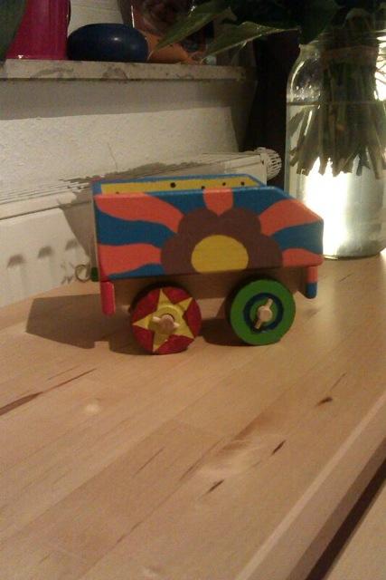 2 spielzeug gemalt von v hagemann holzspielzeug f r kinder lkw flugzeuge stra enbahn bus. Black Bedroom Furniture Sets. Home Design Ideas