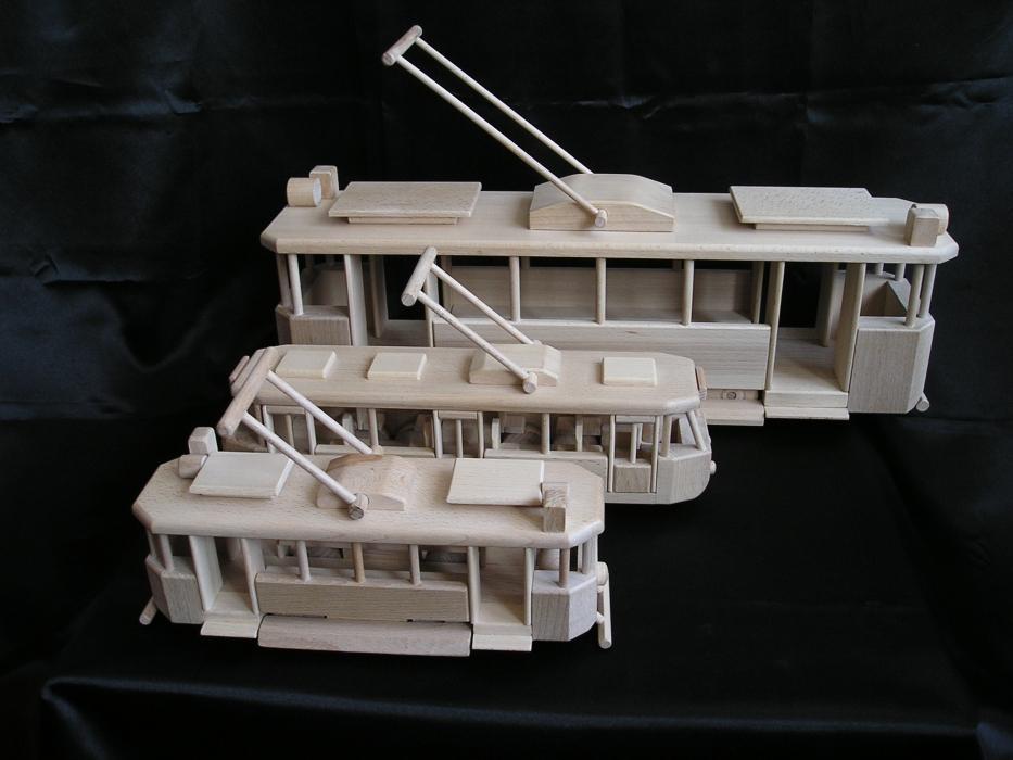 moderne holz stra enbahn tatra f r kinder holzspielzeug. Black Bedroom Furniture Sets. Home Design Ideas