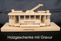 Der Historischen Straßenbahn auf einem Holzsockel