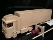Holz-LKW, Geschenk Flasche Wein