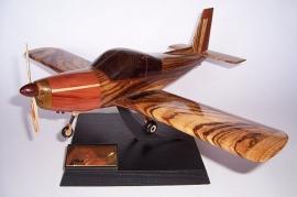 Trainer-flugzuege-modell-ZLIN-Z-142