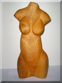 Weibliche Akte aus Holz