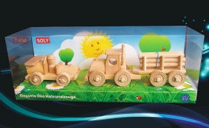 Camion mit hölzernen Baumstämmen und kleine Auto