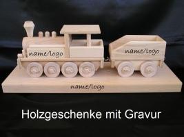 Lokomotive auf einem Podest