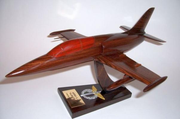 AERO L-39 ALBATROS Flugzeug Holz Modelle