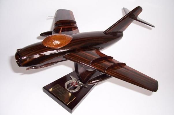 MiG-15 sowjetisches Jagdflugzeug Holzmodellle Geschenk