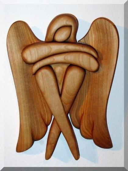 Sitzengel aus Holz. 24 cm