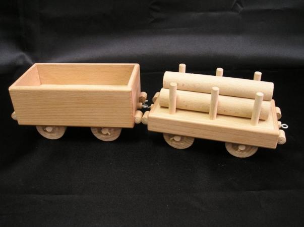 Güter-Waggons mit Anschluss zur Lokomotive.