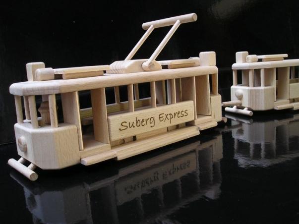 Holz Straßenbahn mit Anhänger Wagons