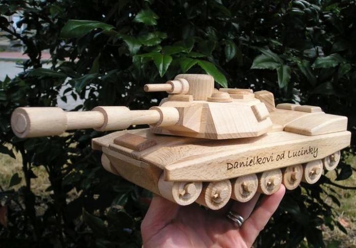 Militärtank aus Holz, Panzer Spielzeug  mit Gravur