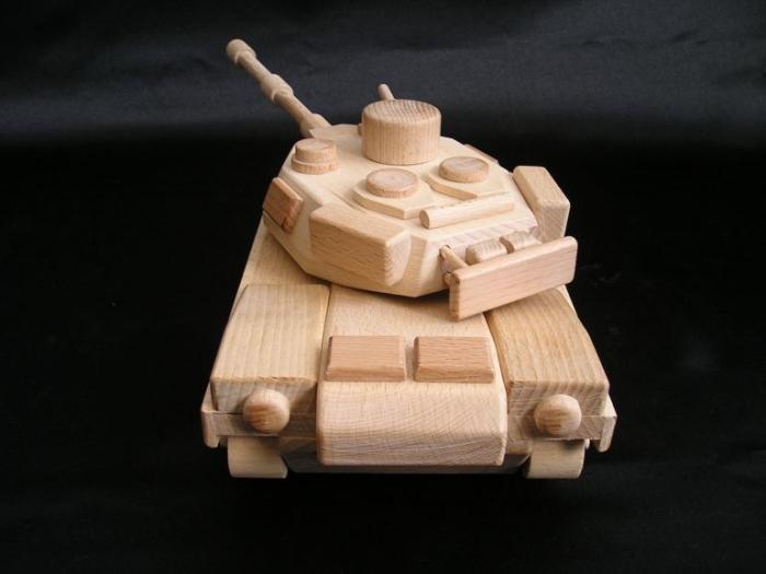 Holzpanzer-fur_Kinder-zum-Spielen