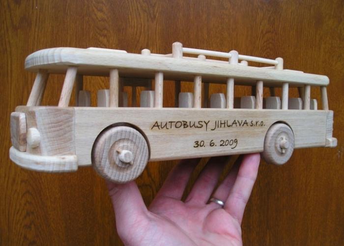 Bus Spielzeug mit name