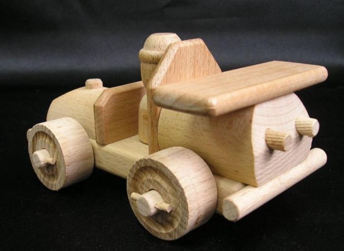 holz-spielzeug-auto