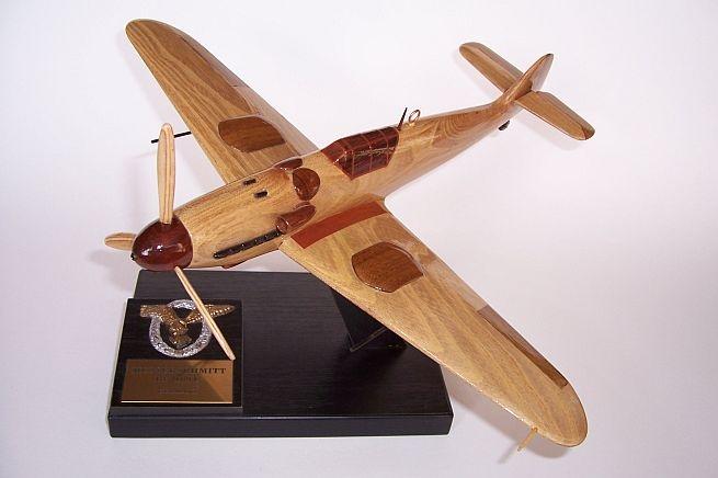 Perfekt Massivholzmöbeln Repliken von deutschen Flugzeugen.Gefertigt aus edlem Holz europäischen und exotischen Bäumen.Einzelne ModellMESSERSCHMITT-ME-109G