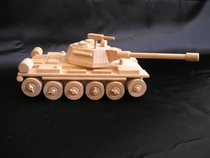 Rusischer_Holzpanzer_Spielzeug_zum_Spielen