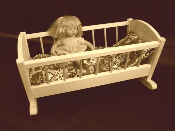Retro_Wiege_zum_Wiegen_von_Barbie_Puppen
