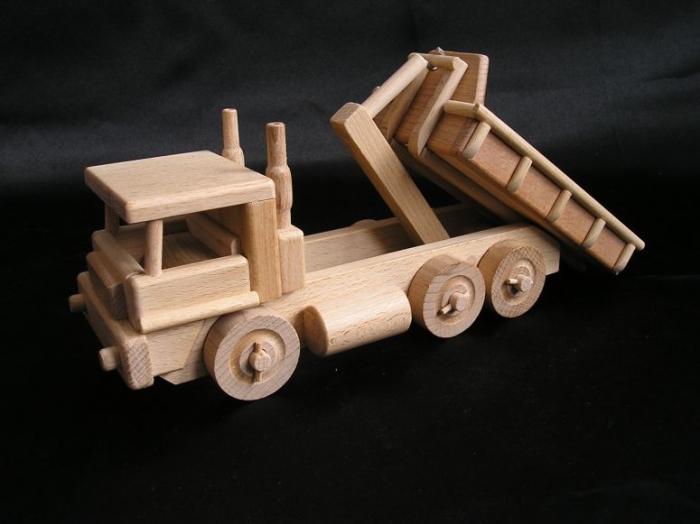 Holz-LKW_Spielzeug_für_Buben