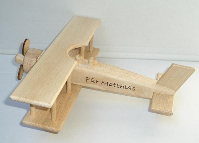 Kleine hölzerne Flugzeug für Kinder