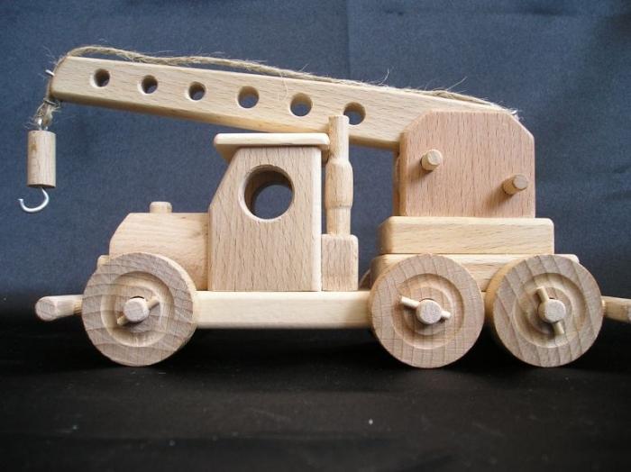 Autokran-aus-Holz-fur-Kinder