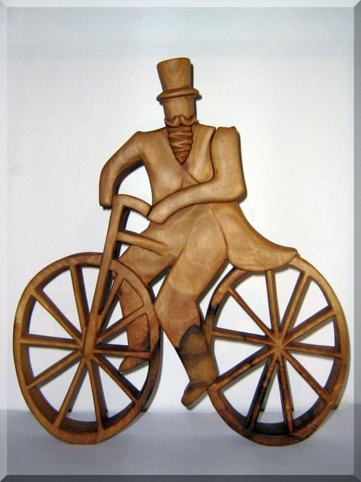 Radfahrer aus Holz
