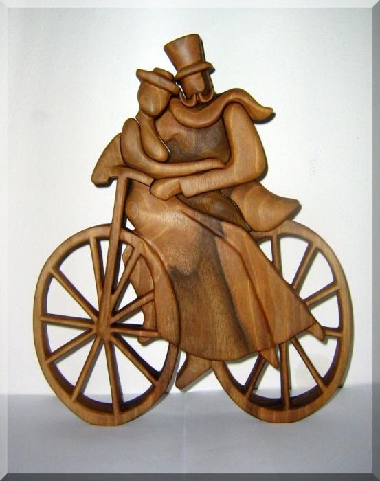 Radfahrer lieben - Holzskulpturen