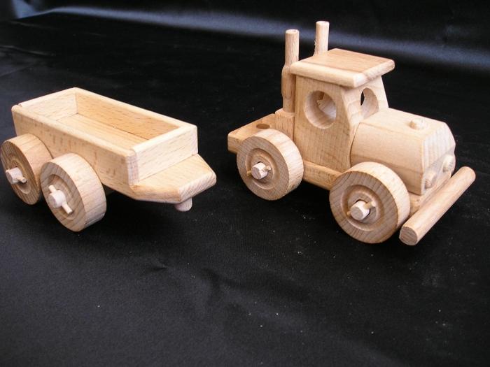 Camion_Truck_mit_Anhänger_zum_Abkuppeln_Holzspielzeug