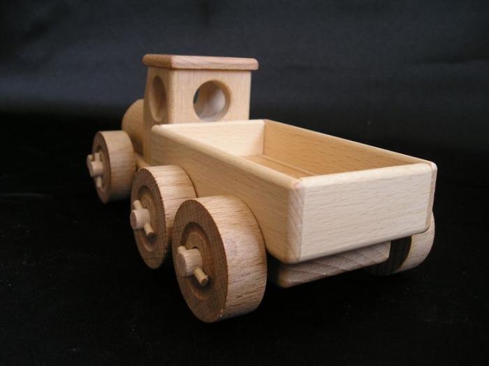 Holz-LKW_mit_Wagenkasten_für_Kinder