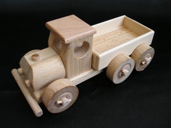 Kinder_spielen_mit_Spielzeugen_im Kindergarten