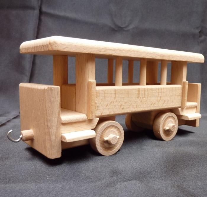 Personenwagen aus Holz