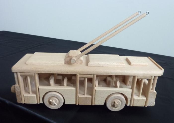 Holzspielzeug_für_Jungen_Oberleitungsbus