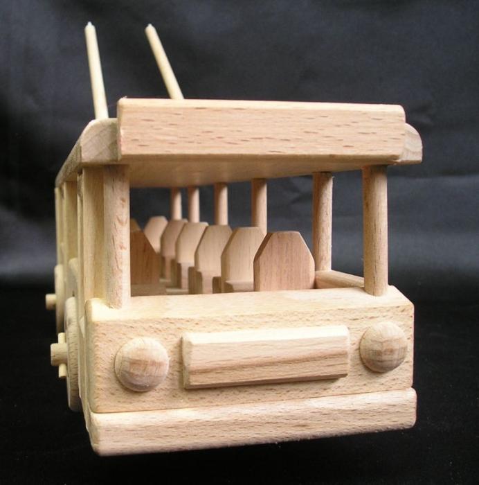 Wir-sind-fur-Holz-Spielzeug-fur-Jungen-suchen