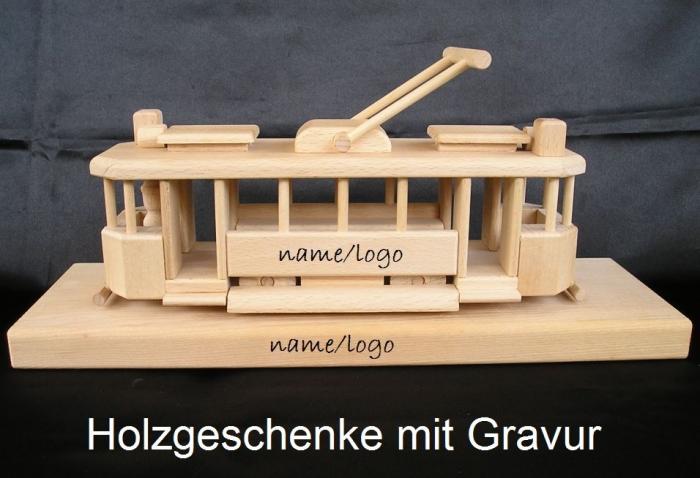Der Straßenbahn auf einem Holzsockel