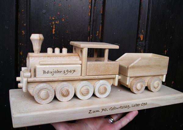 Geburg Lokomotive auf einem Podest