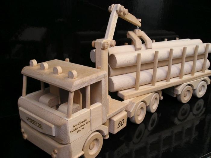 Zugmaschine LKW Holz-Spielzeug