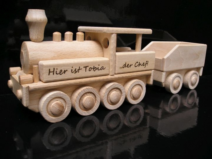 Holzlokomotive mit Gravur namen Ihrer Kinder