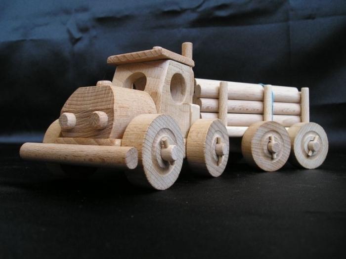 LKW-Spielzeug aus Holz mit Wald Trailer