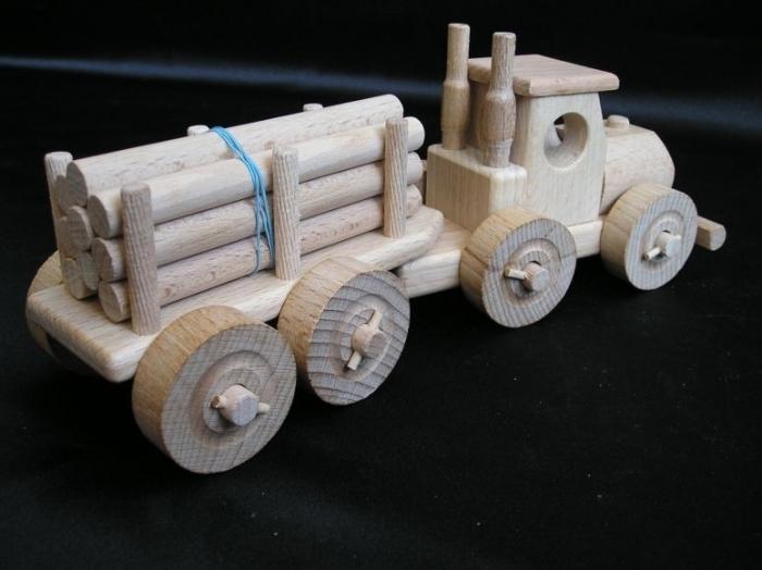 LKW-Spielzeug mit Wald Trailer