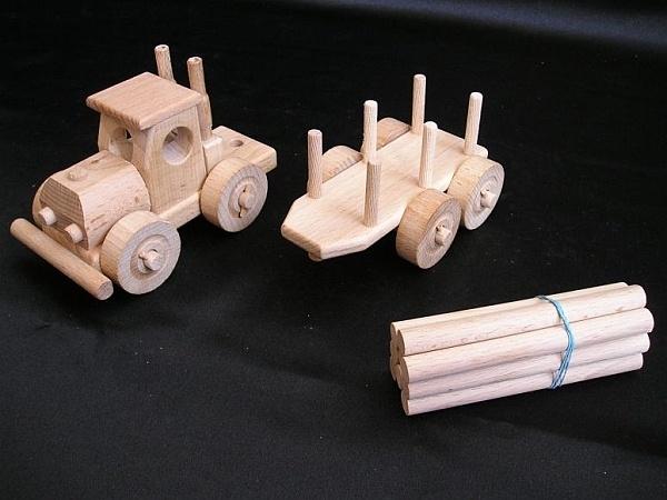 LKW-Spielzeug aus Holz mit Trailer