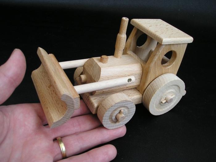 Holztraktor_Spielzeuge_für_Kinder_zu_Weihnachten