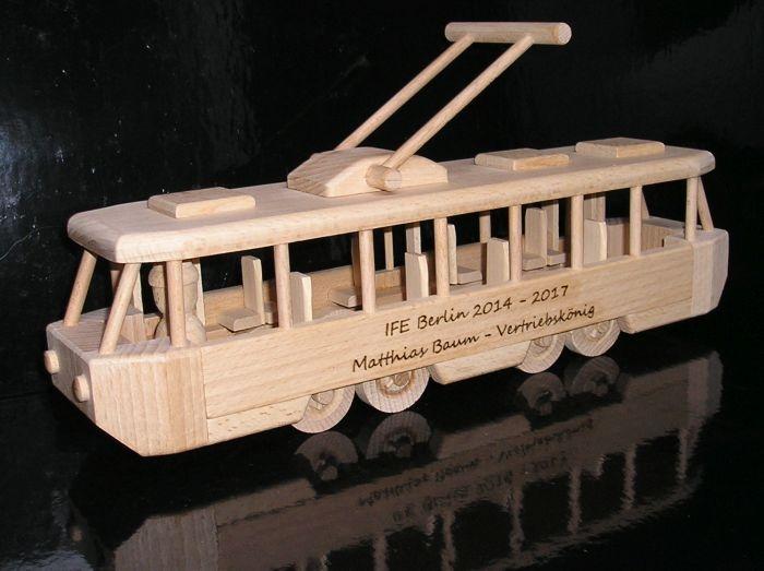 Kindertram Spielzeug aus Holz mit Gravur