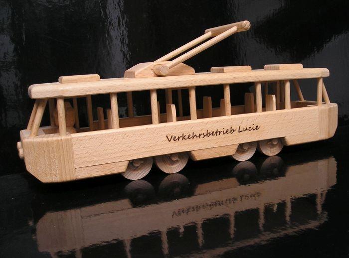 Kindertram Spielzeug aus Holz mit TExt