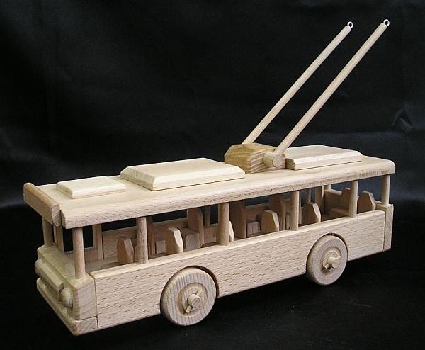 Obus Spielzeug aus Holz