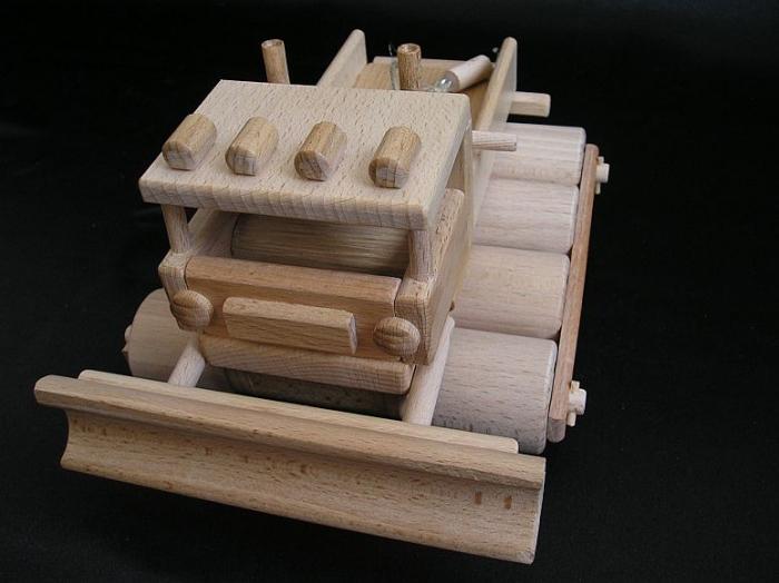 Holzpistenraupe_Spielzeug_für_verschneite_Wege