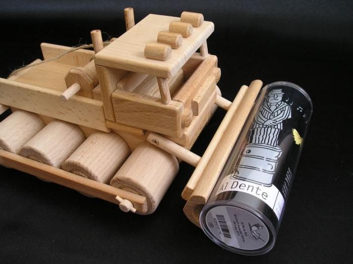 Pistenraupe_tschechisches_Holzspielzeug_für_Kinder