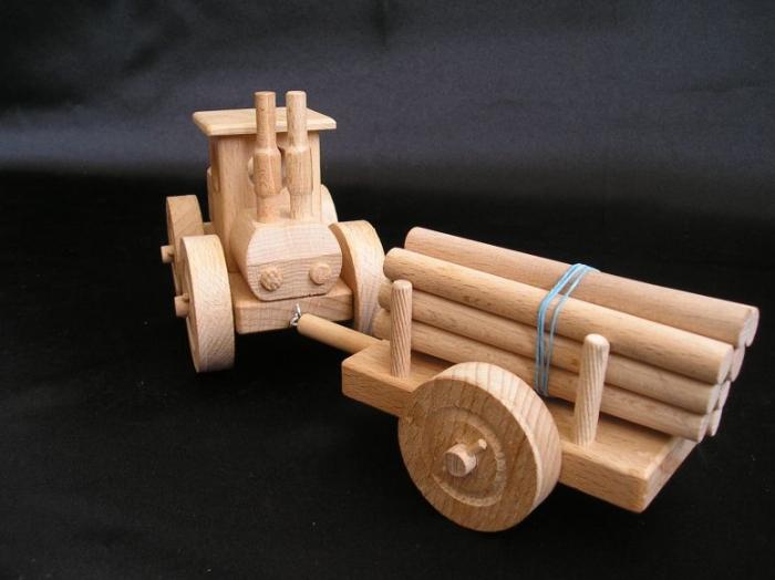 Traktor Spielzeug aus Holz