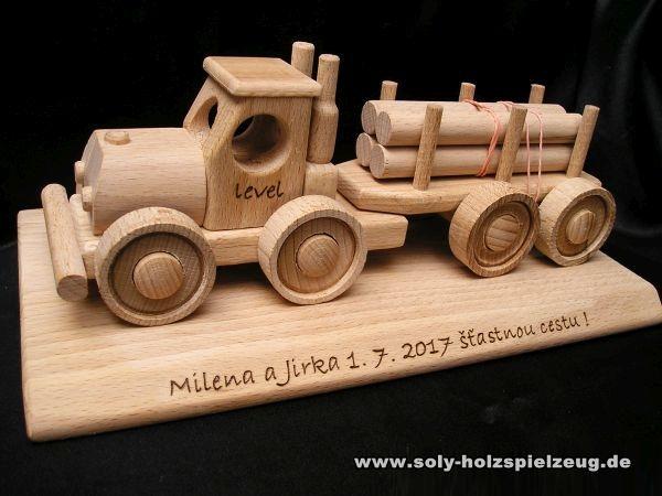 LKW Holzspielzeug mit Text
