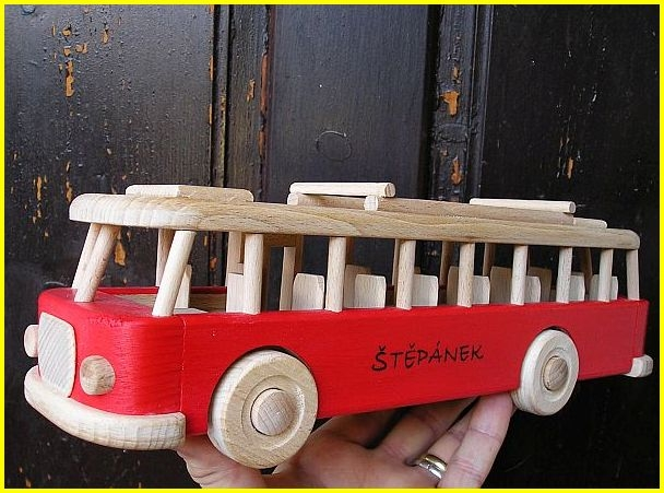 spielzeug bus aus holz rot holzspielzeug f r kinder lkw flugzeuge stra enbahn bus. Black Bedroom Furniture Sets. Home Design Ideas