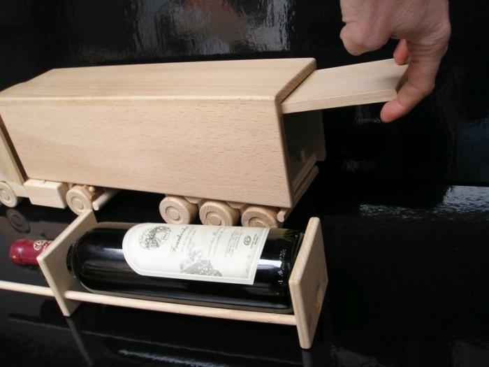 Grosse Holz-LKW, Geschenk Flasche Wein