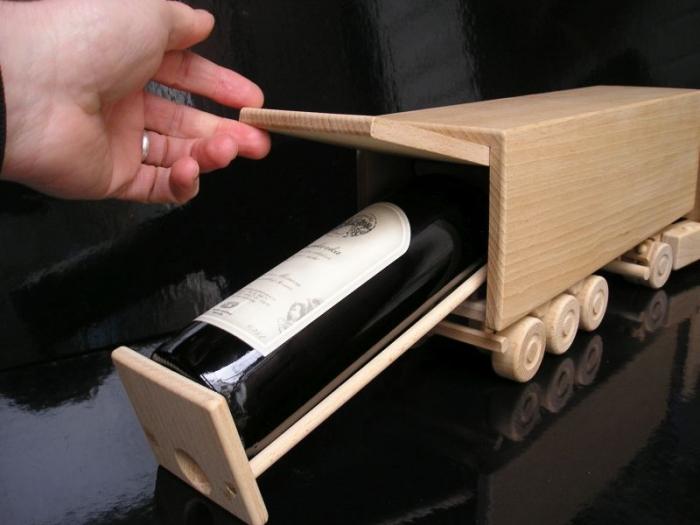 Holz-LKW, Geschenk Flasche Wein Kamion