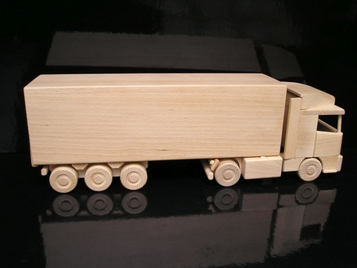 Holz-LKW, Geschenk Flasche Wein, Spielzeug